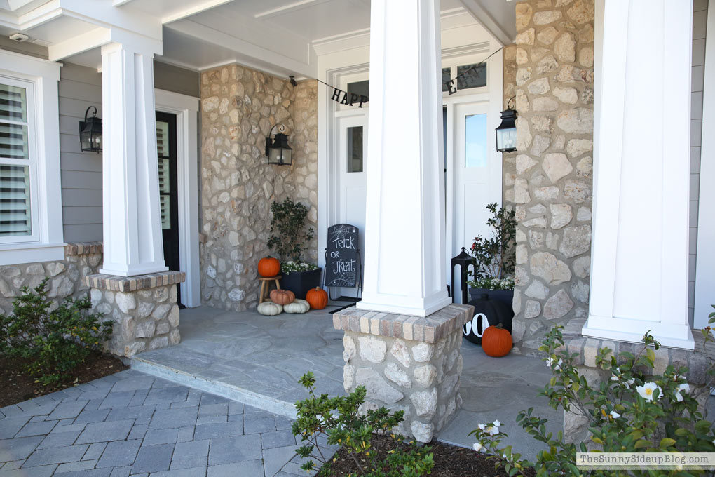 craftman-coastal-home-white-porch-pillars