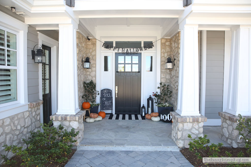 halloween-porch-decor-craftsman-coastal-home (Sunny Side Up)