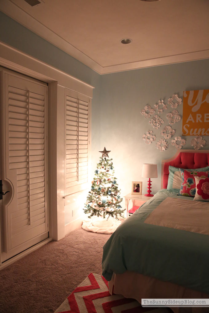 Kids Christmas Bedroom Christmas decor (Sunny Side Up)