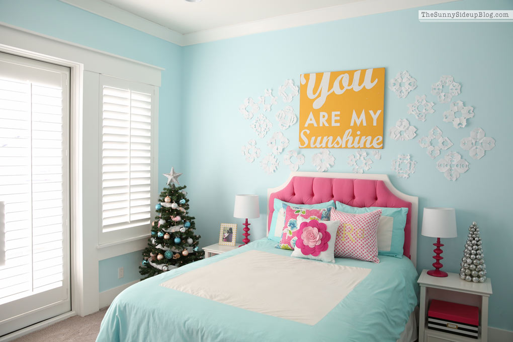 pink and blue teen bedroom