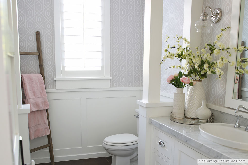 Powder Bathroom – Summer Decor