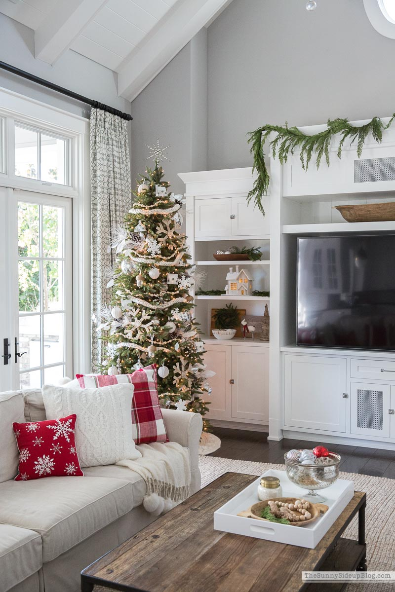 Christmas Family Room Decor (Sunny Side Up)