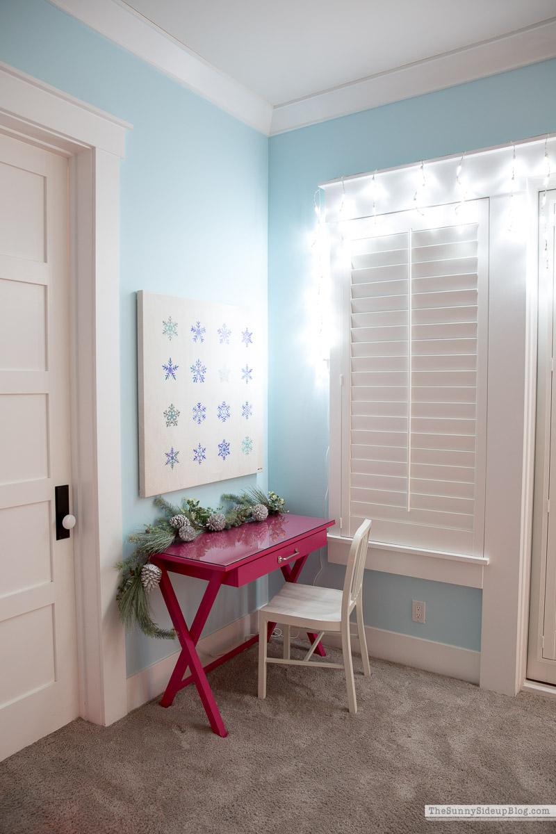 Girl's Bedroom Christmas Decor (Sunny Side Up)