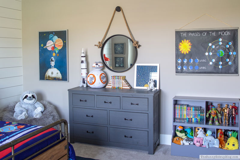 Boy's Organized Bedroom